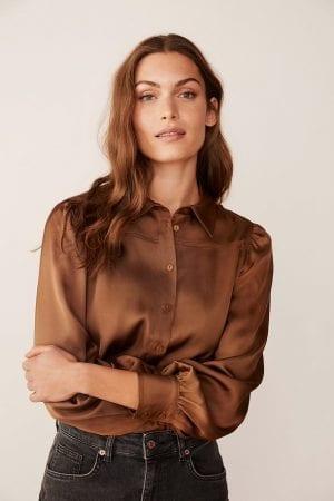 PART TWO – Skjorte med rynker på skulder