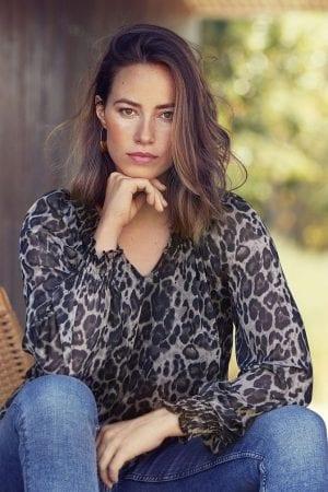 IN FRONT – Bluse med leopart print