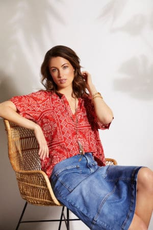 IN FRONT – Bluse i casual look