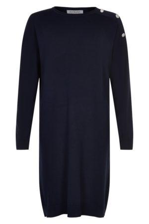 IN FRONT – Kjole i strik med knapper